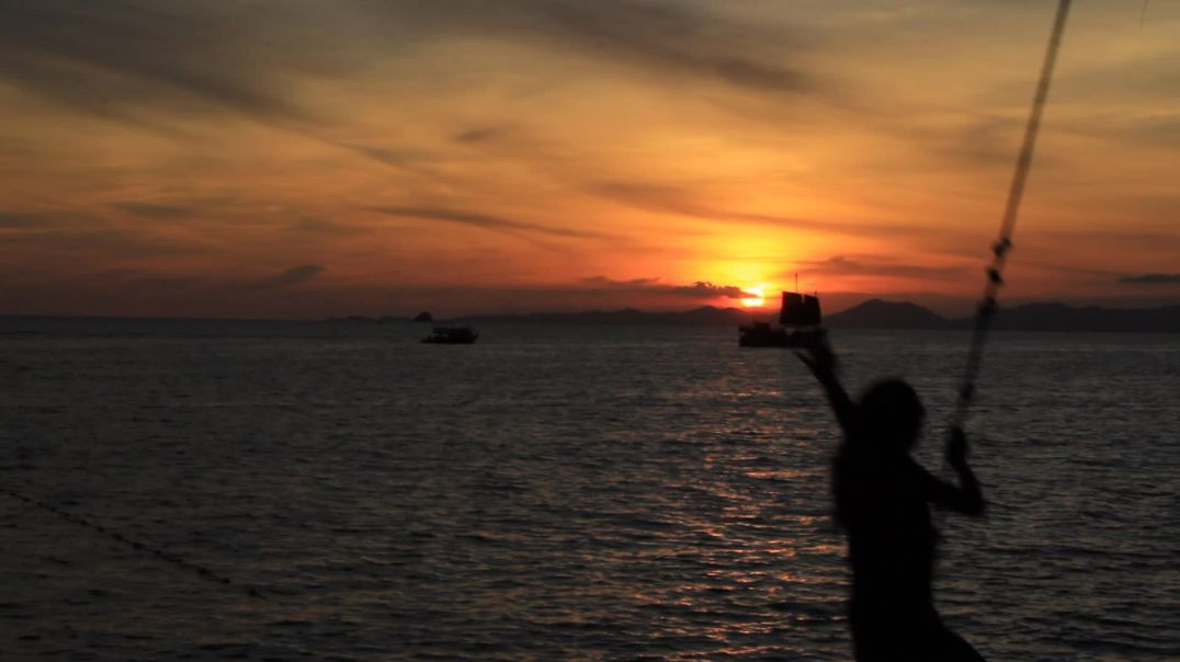 Sunset_Swinging